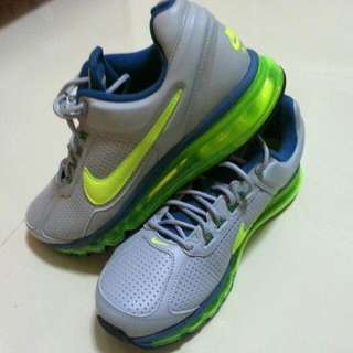 Nike Airmax Leather Running Shoe.