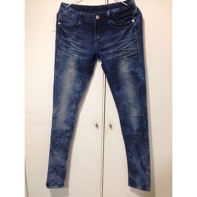 淺藍刷色牛仔褲