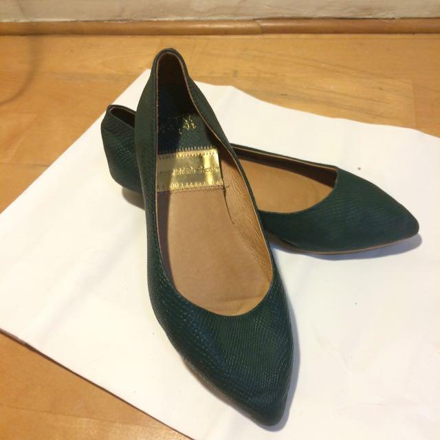 低跟綠鞋鞋