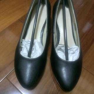 達芙妮跟鞋 黑色低跟鞋 制鞋 38號