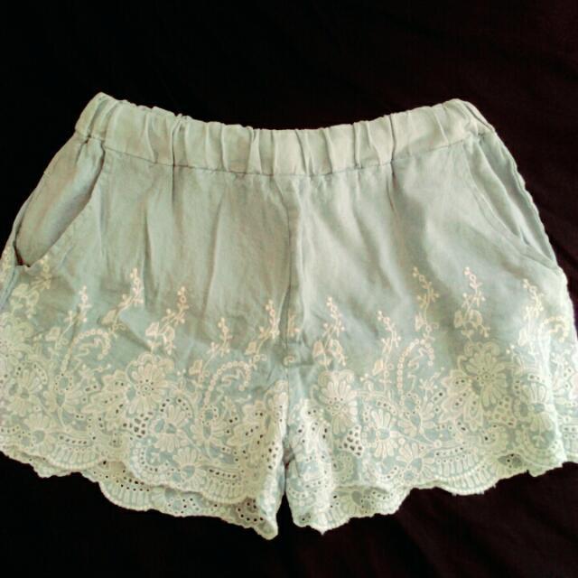 淺藍蕾絲短褲