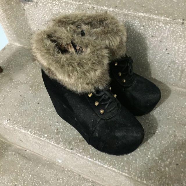 黑色絨毛高筒鞋