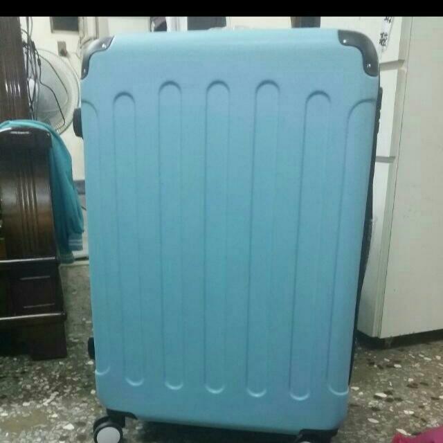 行李箱 28吋 剛購入不久無使用