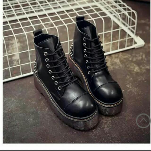 厚底鉚釘短靴 全新 含店到店
