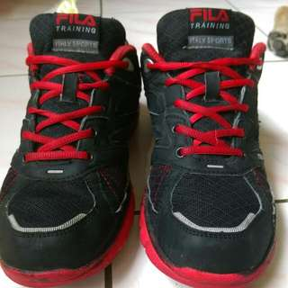 FILA 輕量運動鞋