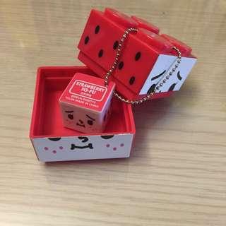 全新 類俄羅斯娃娃Strawberry Tofu 超療癒小吊飾