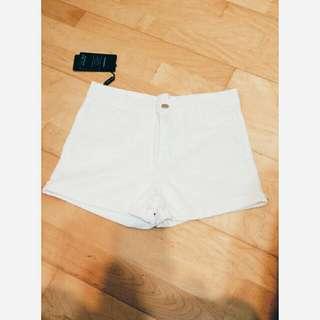 白色高腰短褲✨