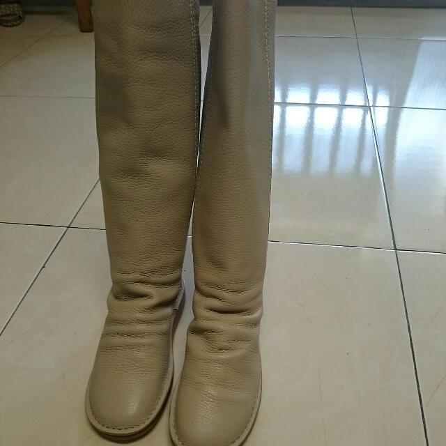 降降降700全新小羊皮長靴,時尚感佳,原價3680只賣700含全家寄出。零碼34