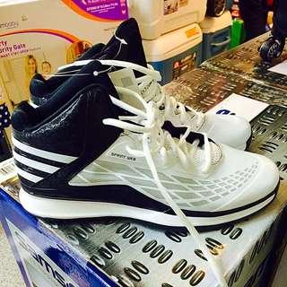 愛迪達籃球鞋
