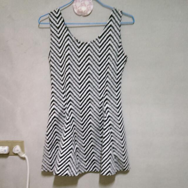 波浪紋背心洋裝