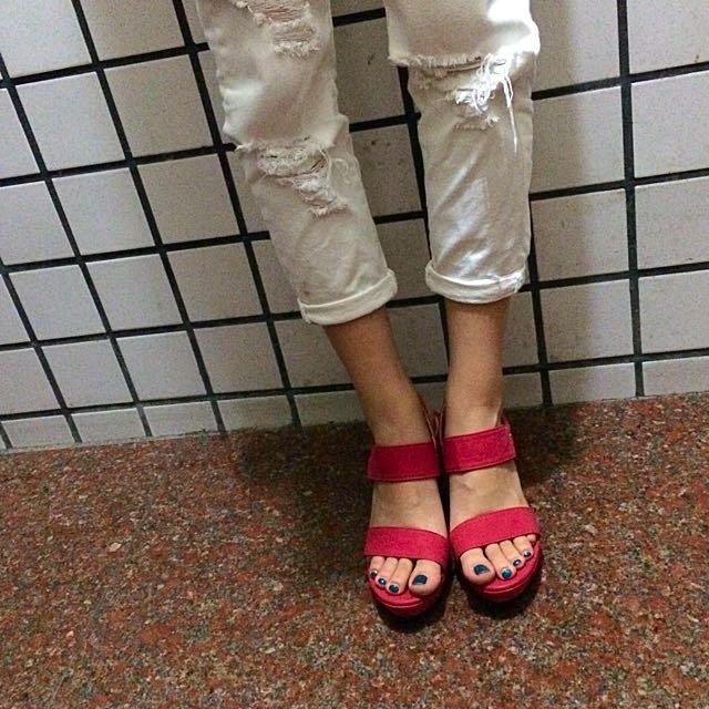 紅色寬版帶楔型涼鞋