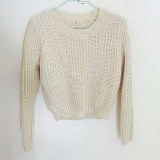 短版米色毛衣