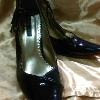 【二手近全新】紅底綁帶亮皮尖頭高跟鞋22.5cm