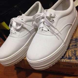 全新!白色厚底增高鞋(保留)