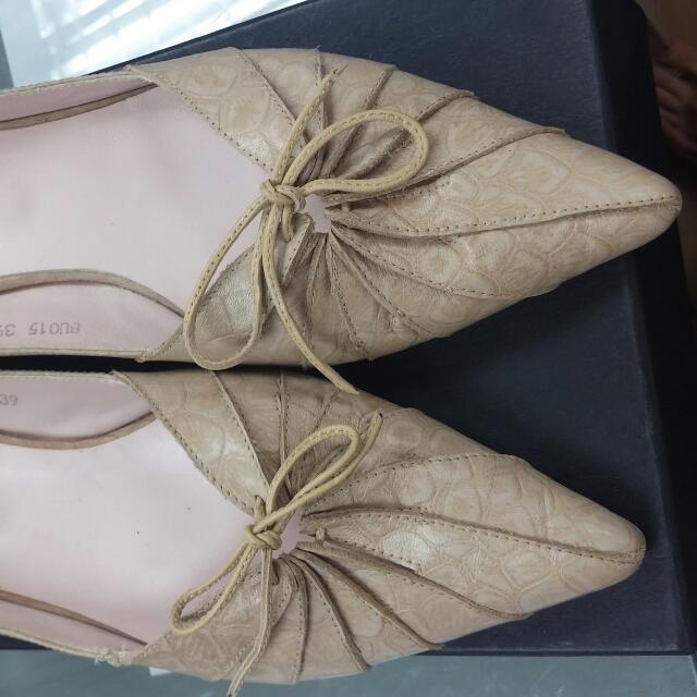 39號miss米色尖頭鞋