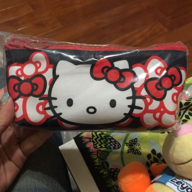 Hello Kitty筆袋化妝包剩最後2個