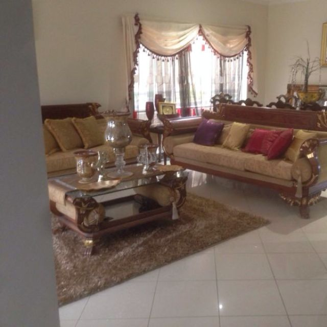 Lounge Suite W/ Coffee Table