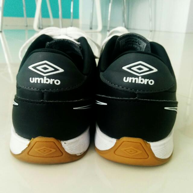 umbro badminton shoes