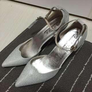 全新超美 閃亮銀尖頭鞋