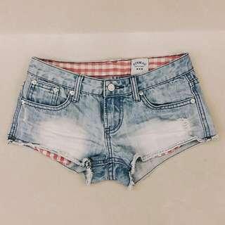 淺藍牛仔褲