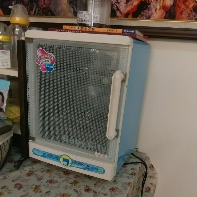 Baby City的奶瓶烘乾機,有負離子跟紫外光