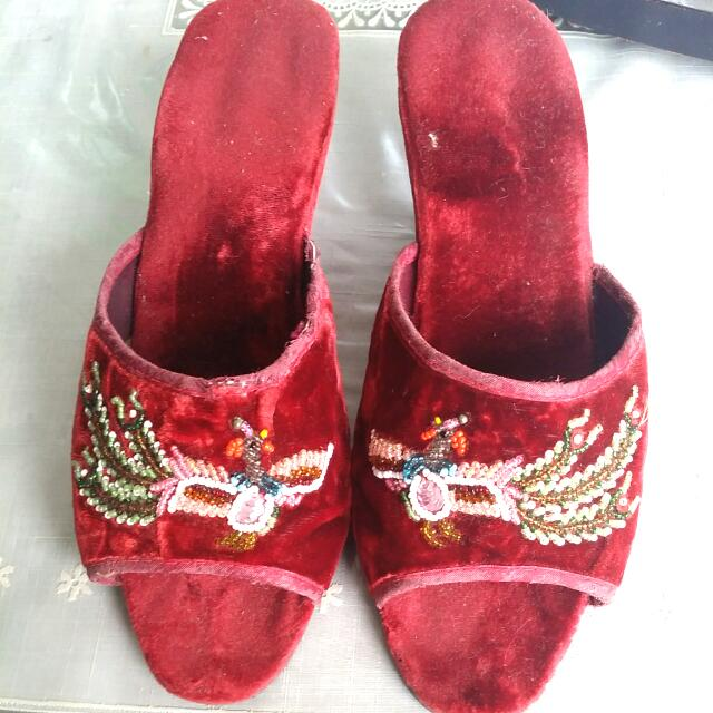 Beaded Shoe (Size 6-7)