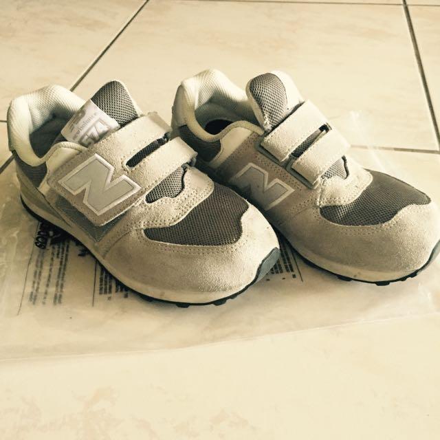 NB灰色沾黏休閒鞋