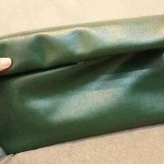 (保留中)墨綠反摺手拿包