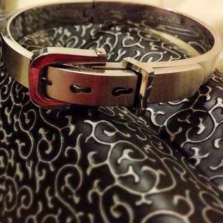 👉銀色質感皮帶造型手環👈👇降價👇