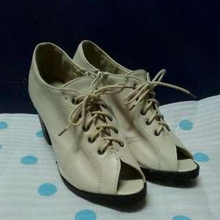 近全新 韓妞必備 米白色魚口綁帶踝靴 或裸靴39/24.5號購於里琪