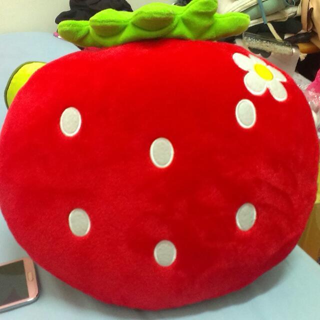 200含運【大量現貨】草莓大抱枕/靠墊/枕頭