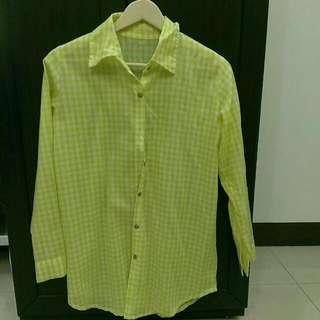 黃白格子木扣長版襯衫