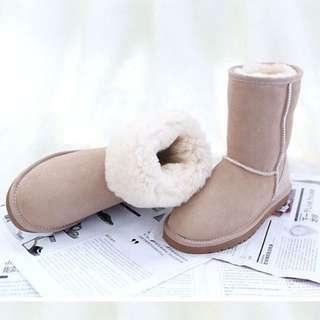 【Anna】牛皮羊毛~真皮5825 中筒 雪地靴(米色)雪靴UGG太陽花底