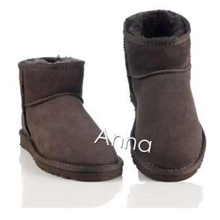 【Anna】牛皮羊毛~真皮5854 底筒 雪靴(巧克力色)《2雙免運》UGG太陽花底