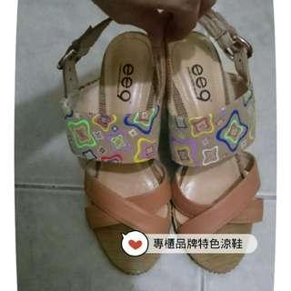 專櫃品牌特色楔型涼鞋