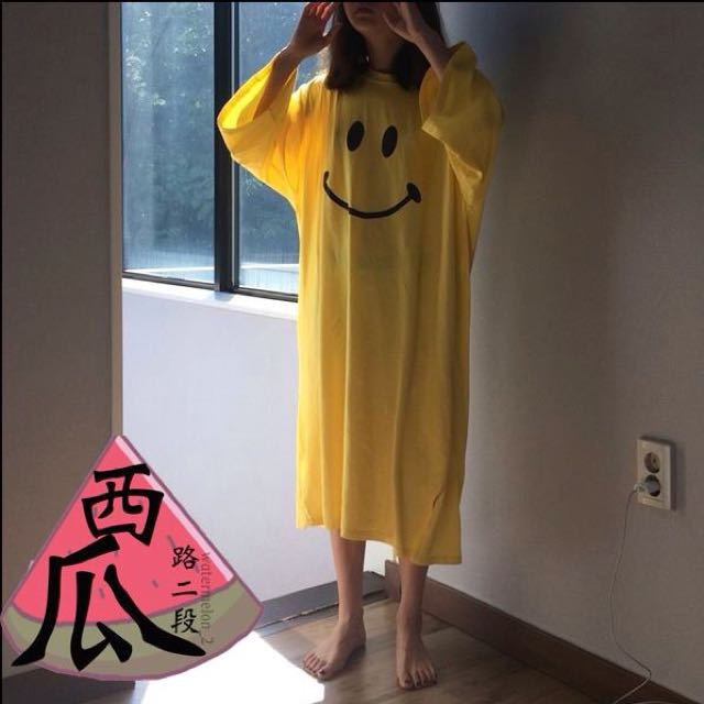 ::黃色笑臉寬鬆舒適長版衣