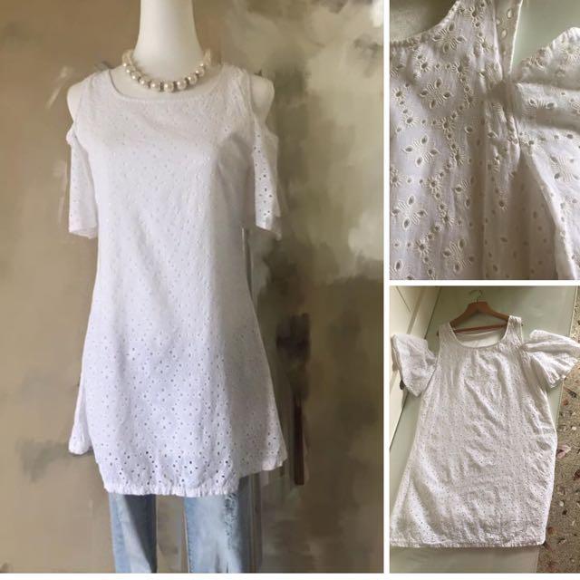 二手九成新 白色長版上衣 適合(S號的水水) 售:100元含運限郵寄