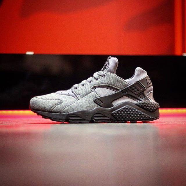 期待以久終於到貨囉✌🏻️ Nike Air Huarache Run Fleece TP 採之前先詢問的人優先購買喔😂