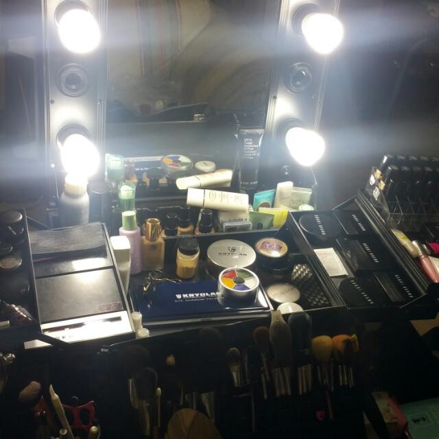 Make Up Trolley with Mirror and Light