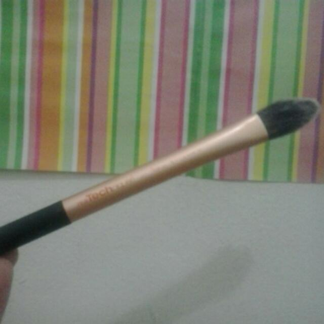 RT Pointed Foundation Brush