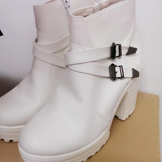 全新韓版拉鍊辣妹白靴