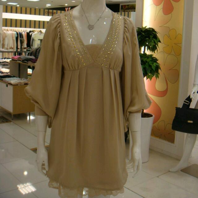 專櫃品牌   香檳金寬袖低胸蕾絲洋裝