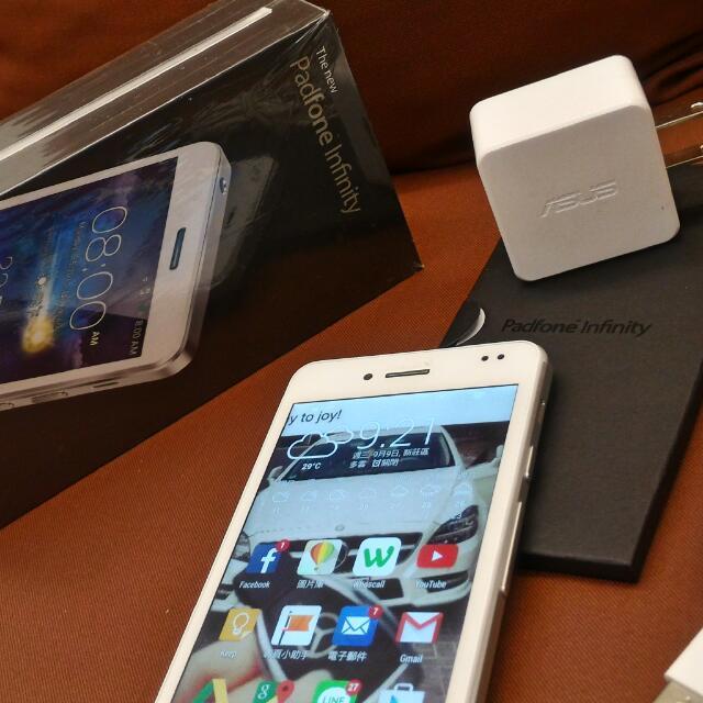華碩白色變形手機 九成新 16G (單手機 不含基座)