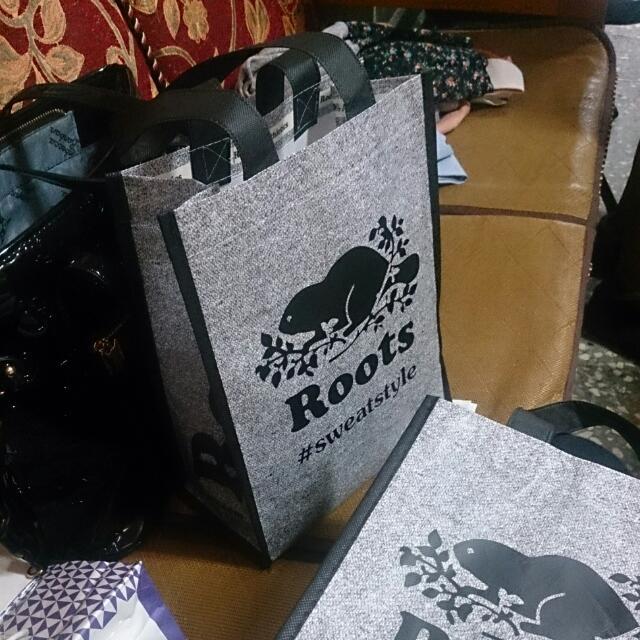 剛從加拿大ROOTS買回來購物袋💑💑💑