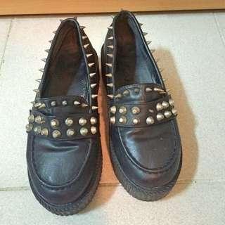 铆釘厚底鞋