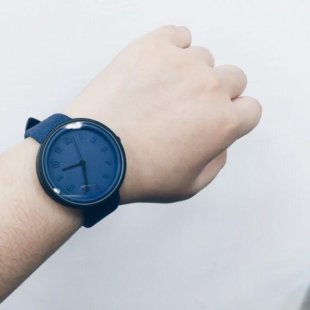 浮雕低調極簡氣質手錶