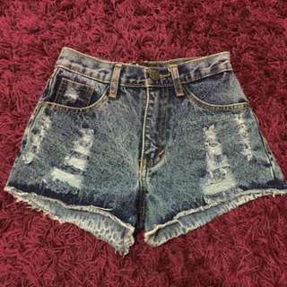 MOJI Ripped Highwaist Shorts