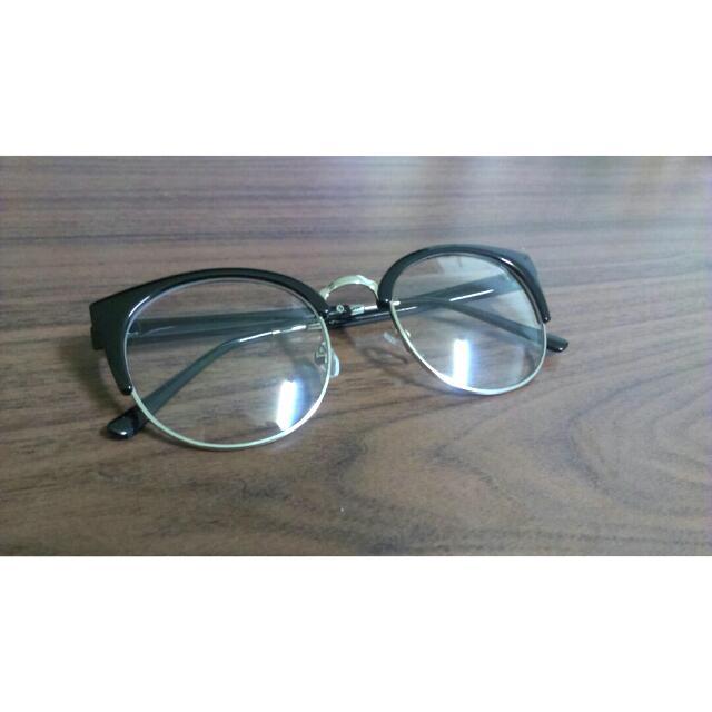 黑色半圓眼鏡