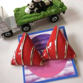 復古紅三角貝紋耳環