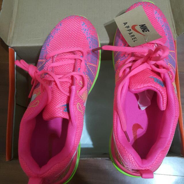 (待匯款)💰大放送購買再贈💲200🚩99大出售🆙Nike螢光桃球鞋👟